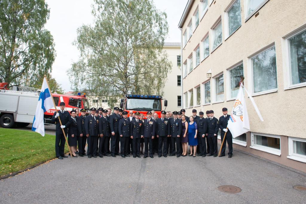 Kello 11:00 otettiin perinteinen ryhmäkuva palokunnan jäsenistöstä.