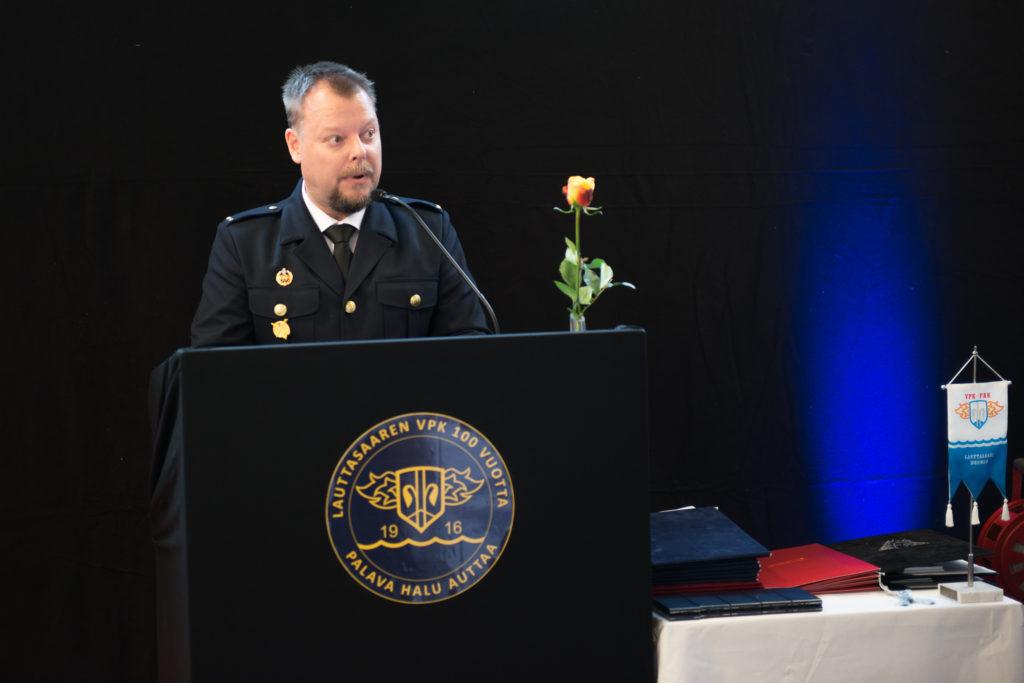 Päiväjuhla alkoi kello 14:00 palokunnan hallituksen puheenjohtajan, Juha Mellinin tervetulopuheella.