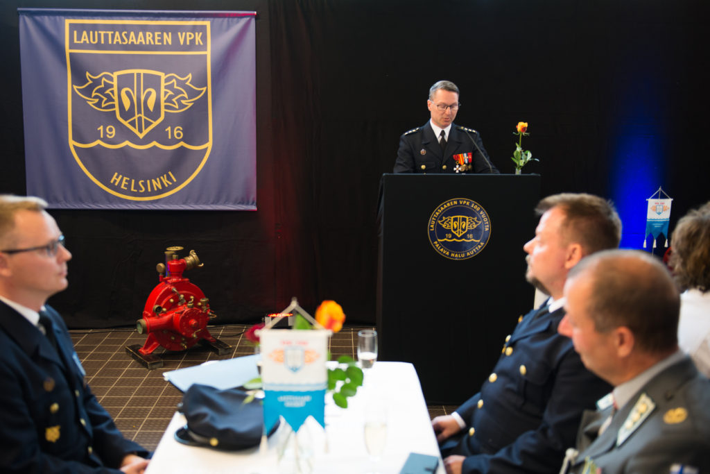 Palokunnan päällikkö Marko Palokangas piti juhlapuheen ja julkaisi palokunnan 100-vuotishistoriikin.