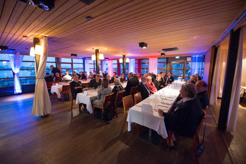 Juhlapäivä huipentui jäsenistön ja kutsuvieraiden iltagaalaan ravintola Blue Peterissa kello 20:00 alkaen.